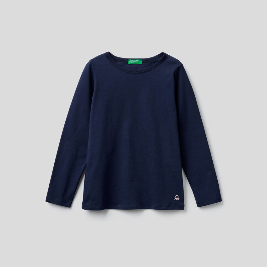 Long sleeve dark blue t-shirt