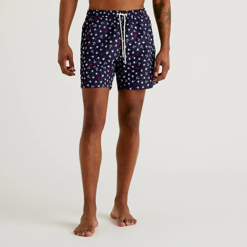 Swim trunks with print and drawstring