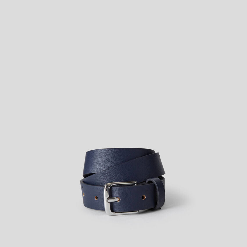 Solid colored classic belt