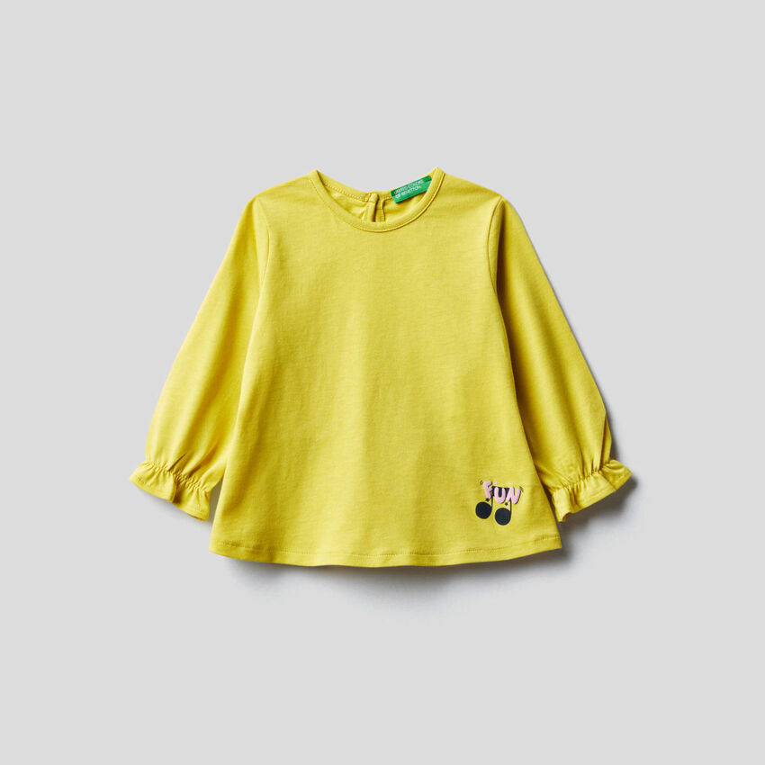 T-shirt with frill on the back