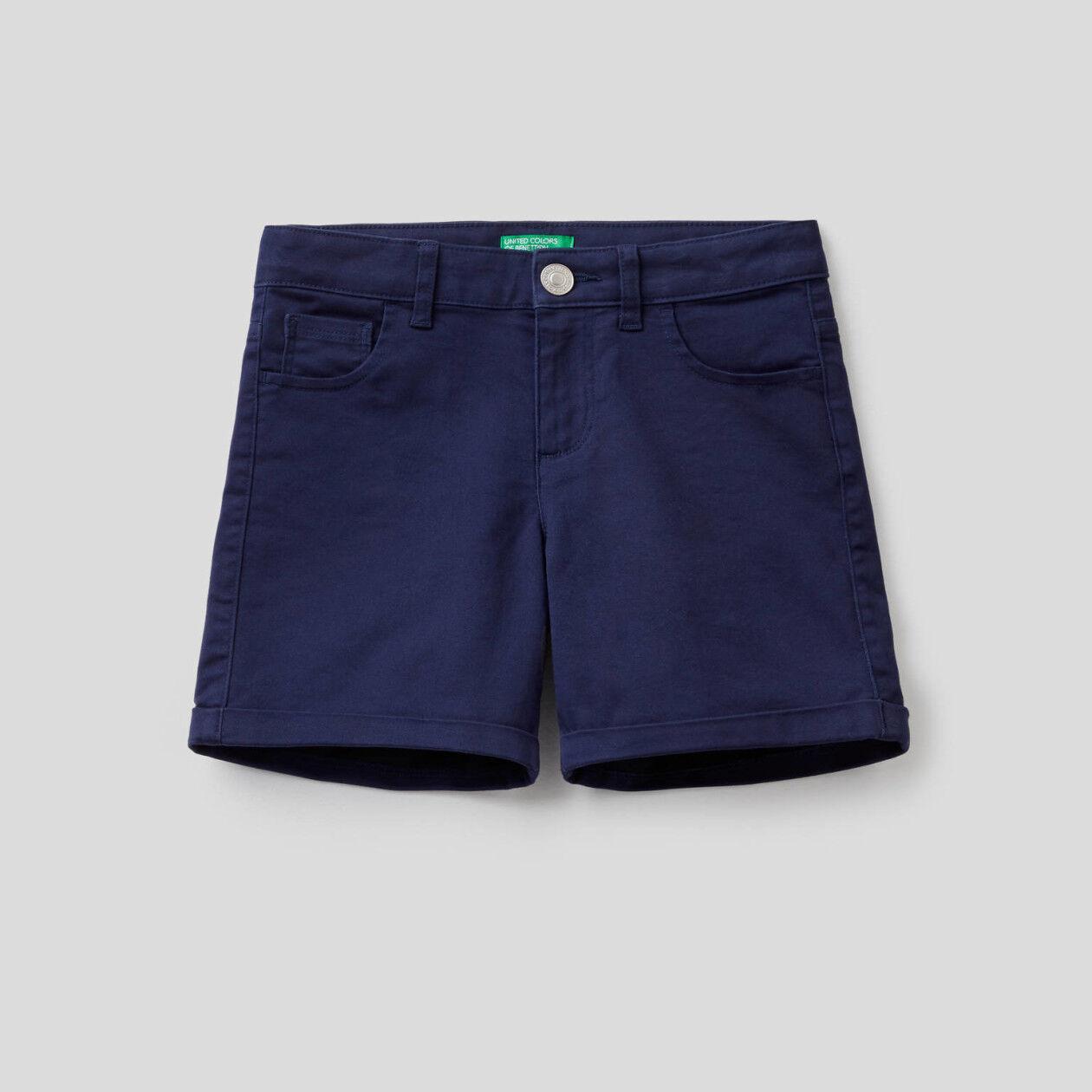 Five pocket solid color pockets