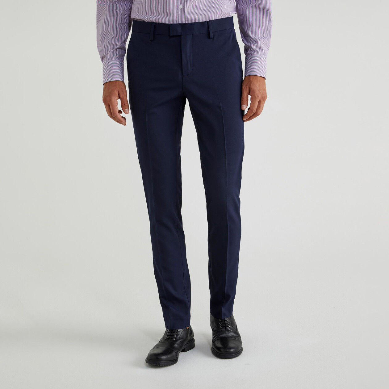 Slim fit trousers with crease
