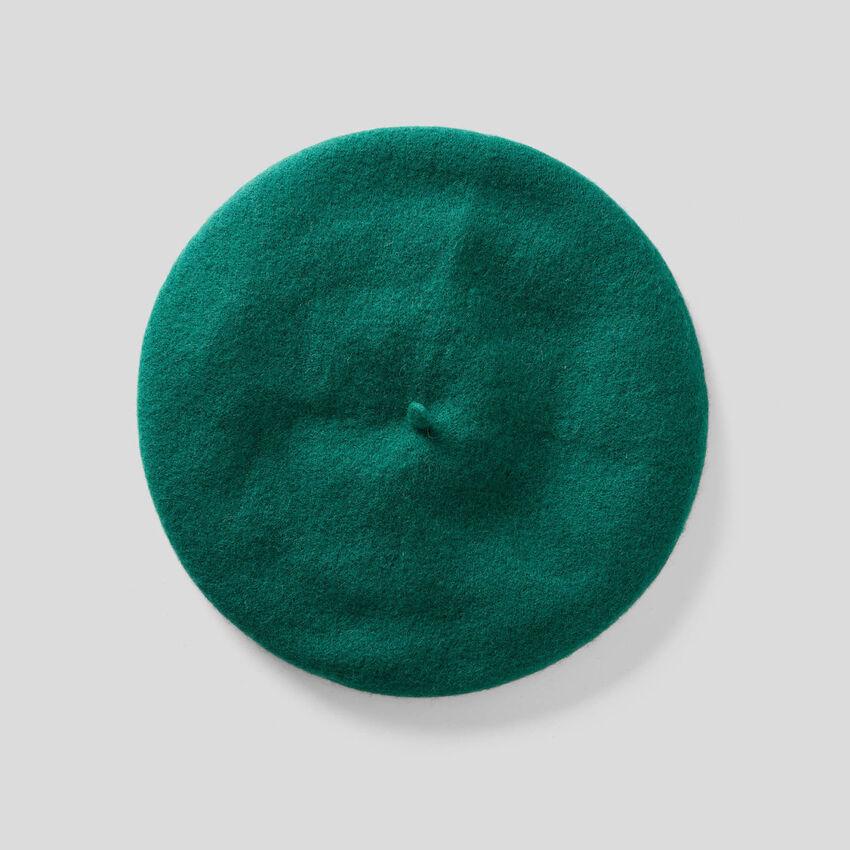 Classic beret in wool blend
